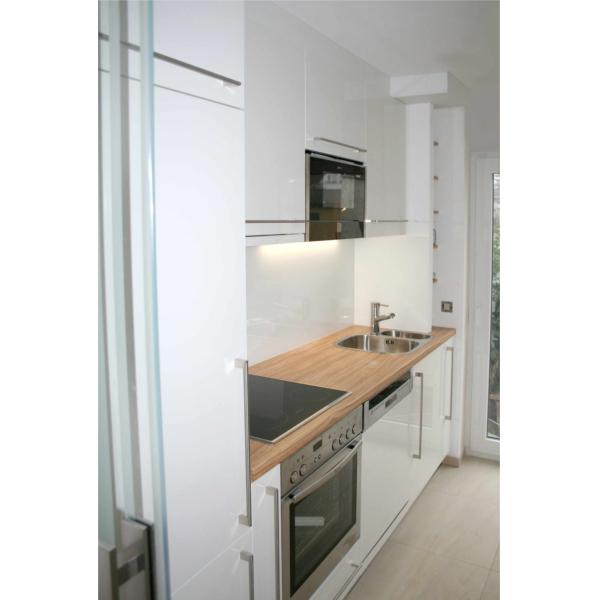 Küche mit Olive Arbeitsplatte
